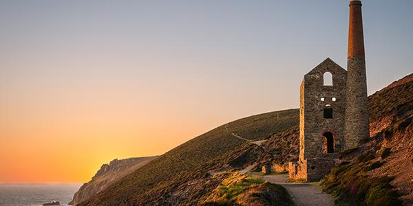 7 spots to visit if you're a Poldark fan!