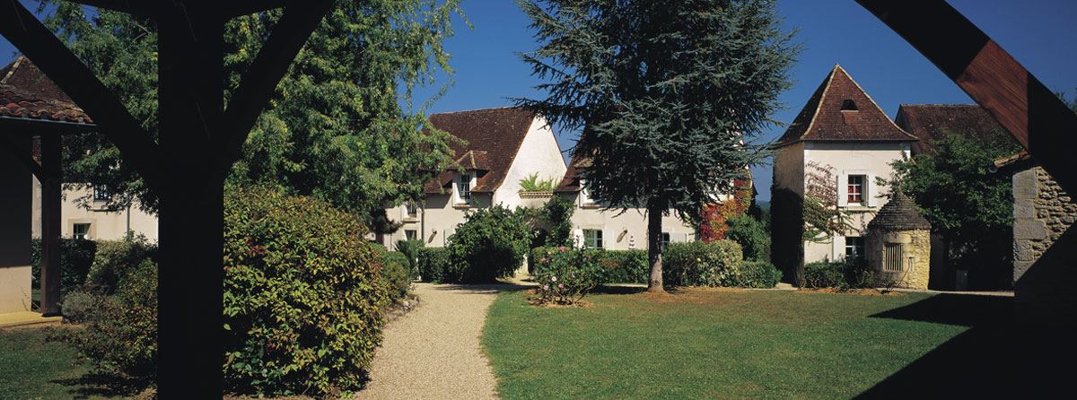 A private hamlet in the Dordogne, See where else you can holiday